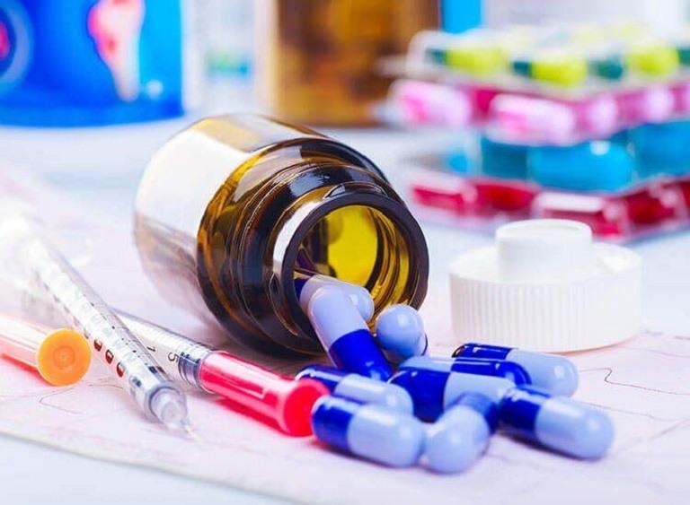 Dùng thuốc Tây y trong điều trị bệnh á sừng được xem là giải pháp toàn diện, hiệu quả
