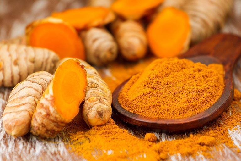 Nghệ có thể chống viêm, kháng khuẩn và được dùng nhiều trong điều trị bệnh về da