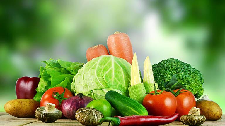 Ăn nhiều rau củ quả tốt cho bệnh nhân viêm da dầu