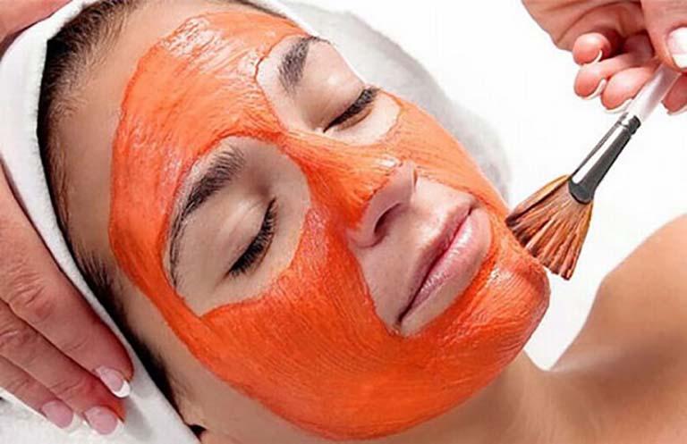 Cà chua là một trong những nguyên liệu thiên nhiên chăm sóc da hàng đầu