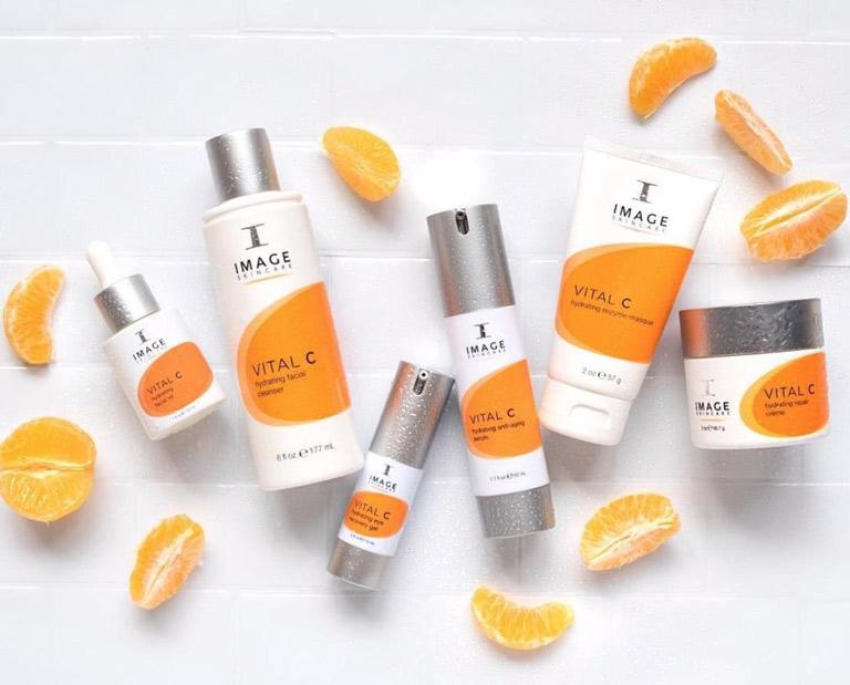 Phân phối mỹ phẩm chính hãng, đảm bảo chất lượng cũng là một lĩnh vực được Viện Da liễu Group chú trọng phát triển