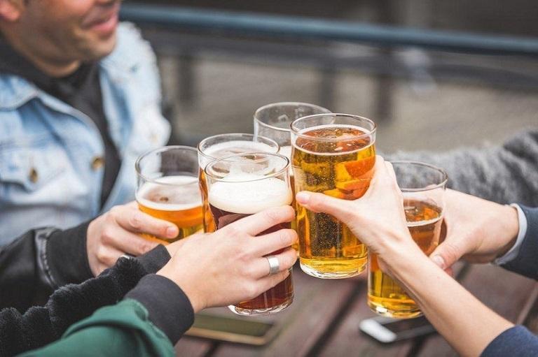 Người bị bệnh hắc lào nên hạn chế sử dụng rượu bia và các chất kích thích trong quá trình điều trị bệnh