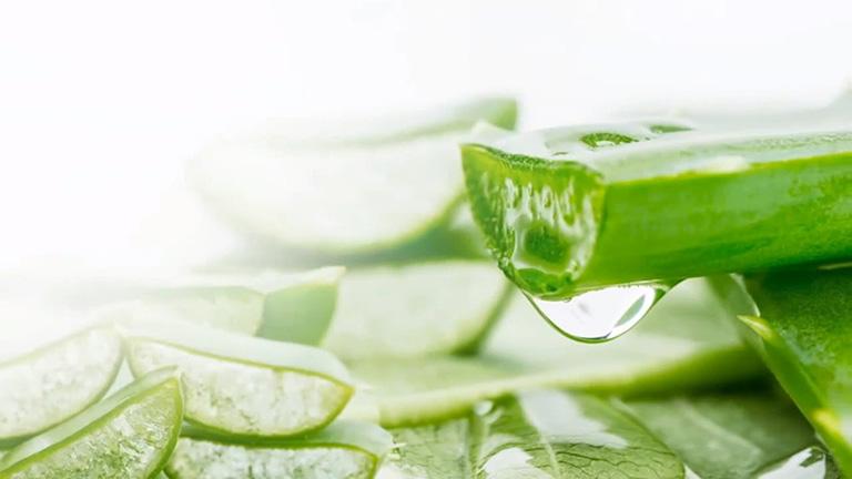Nha đam giúp làm dịu da, phục hồi những tổn thương trên da do dị ứng, viêm da