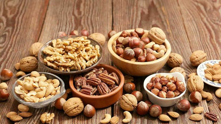 Người có làn da bị mụn ẩn nên dùng các loại hạt sẽ tốt cho quá trình kiểm soát mụn