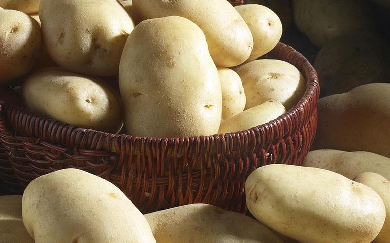 Khoai tây có nhiều vitamin C, B6, kali, chất xơ giúp tăng cường sản sinh collagen