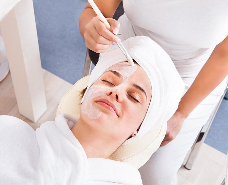 Điều trị mụn tại spa có rất nhiều ưu điểm