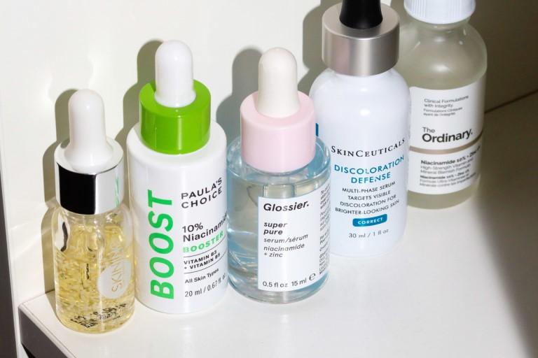Mỹ phẩm chứa Niacinamide có thể loại bỏ mụn cám hiệu quả