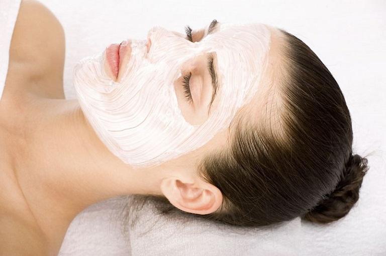 Đắp mặt nạ bằng các nguyên liệu tự nhiên giúp làn da nhanh phục hồi