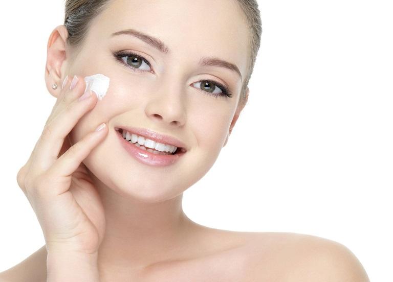 Dưỡng ẩm da là điều vô cùng quan trọng để ngăn ngừa sẹo thâm quay trở lại