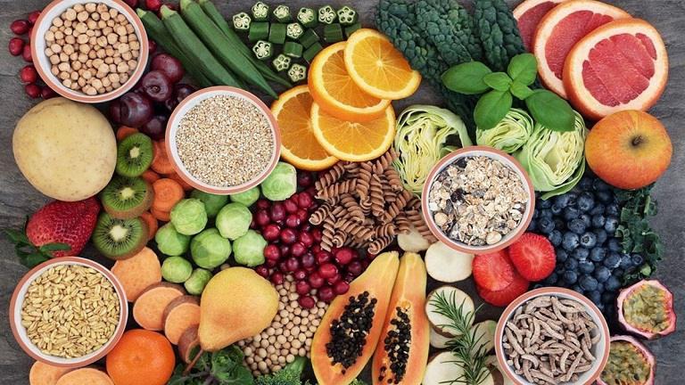 Bạn nên bổ sung đầy đủ nguồn thực phẩm giàu vitamin và khoáng chất để làn da nhanh phục hồi