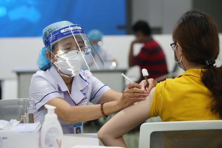 Tiêm chủng vaccine Covid-19 là điều cần thiết để hạn chế lây nhiễm dịch bệnh nguy hiểm
