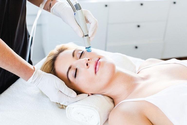 Một liệu trình trị mụn bằng công nghệ laser thường có giá khá cao