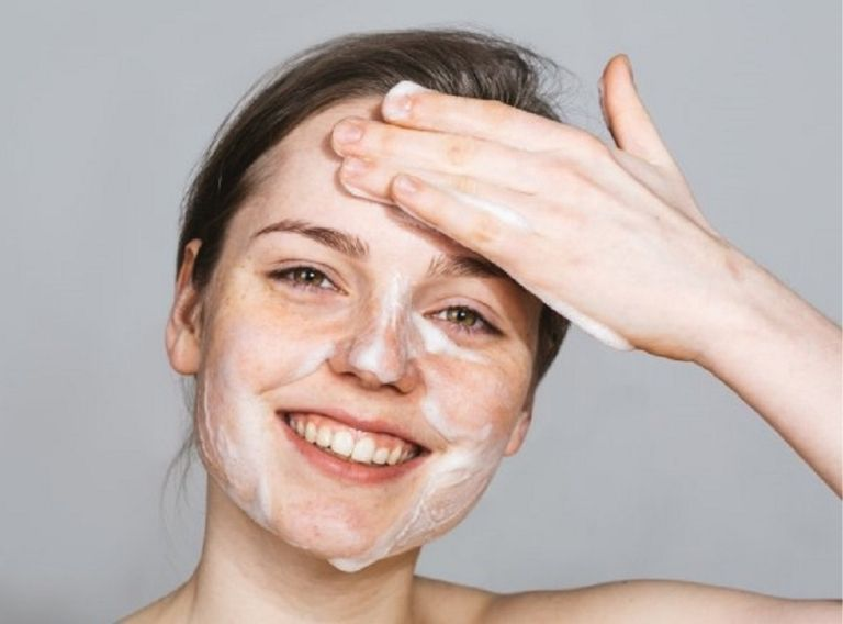 Việc làm sạch da giúp giảm nguy cơ viêm nhiễm
