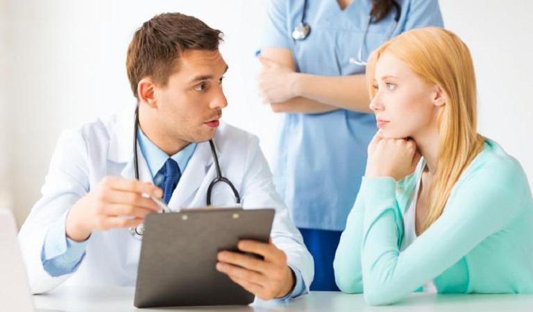 Bác sĩ sẽ tư vấn cho bạn cách chăm sóc da sau điều trị