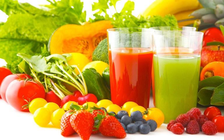 Ăn nhiều rau xanh và trái cây tươi để cung cấp thêm nhiều vitamin và khoáng chất cho da
